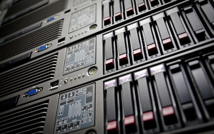выделенный сервер или vps